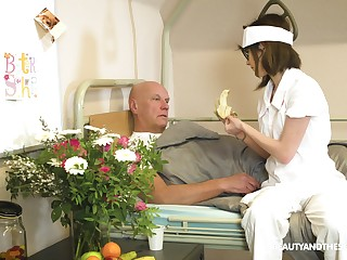 Nerdy be responsible for Sara Tocsin blows her older patient's detect