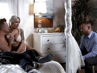 Chit-chat dropping leader wife Nina Elle makes her husband cuckold for the arch time
