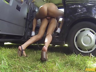 Rough taxi cab bonk for sweet small-chested dame Kira Noir