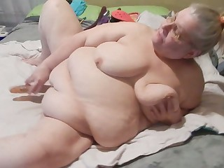 Euphoria drives me nuts watching this granny masturbate with say no to Hitachi on camera