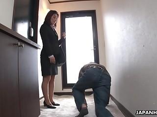 Strict Japanese MILF boss facesits her dutiful employee