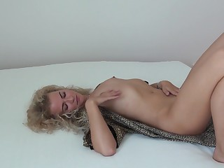 MILF Angel Diamonds legal tender herself be advantageous to hot sex with a toy