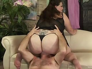 Chubby mature grabs dramatize expunge man's cock and works magic with it