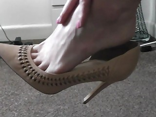 Raven Feels Her Feet - TacAmateurs